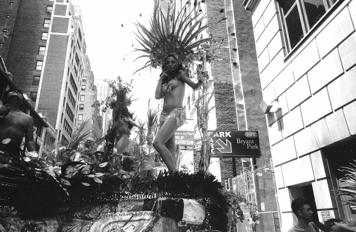 HitomiMochizuki.parade.manhattan-42